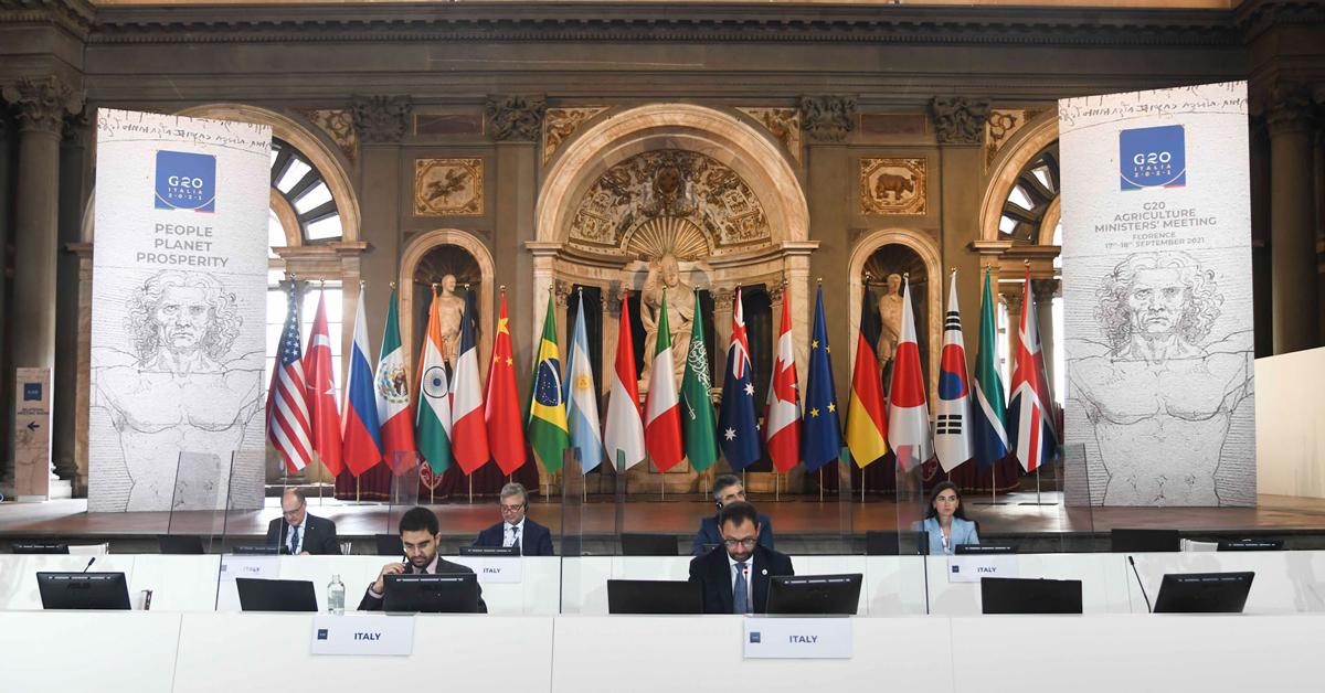 Ministro Patuanelli e delegazione italiana al G20 del 2021